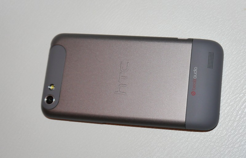 HTC One V back