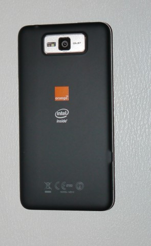 smartphone orange avec intel inside