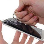 HTC One – En fait, un outil magique permet de le démonter sans dégâts