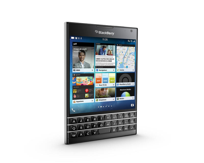 blackberry-passport-blanc-ecran-carre