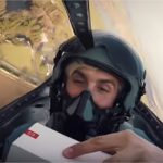 OnePlus 3T – Unboxing dans un avion de chasse !