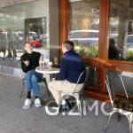 Steve Jobs et Eric Schmidt prennent un café