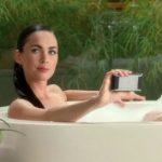 Motorola Devour – Une doublure pour la main de Megan Fox
