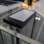 Yota phone – Prise en main, d'un côté écran LCD, de l'autre écran E-Ink ! #MWC2013