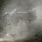 Un Glalaxy S5 se fait exploser par un gros calibre #slowmotion