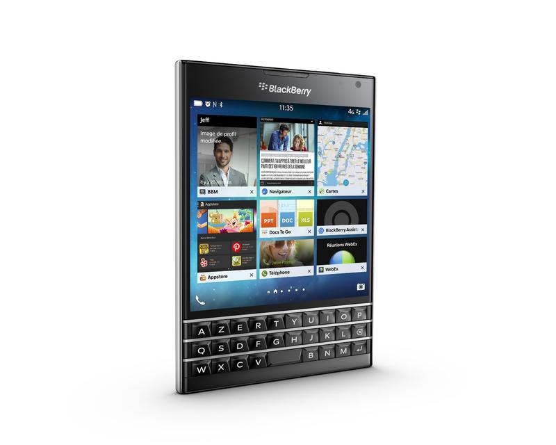 blackberry-passport-blanc-ecran-carre