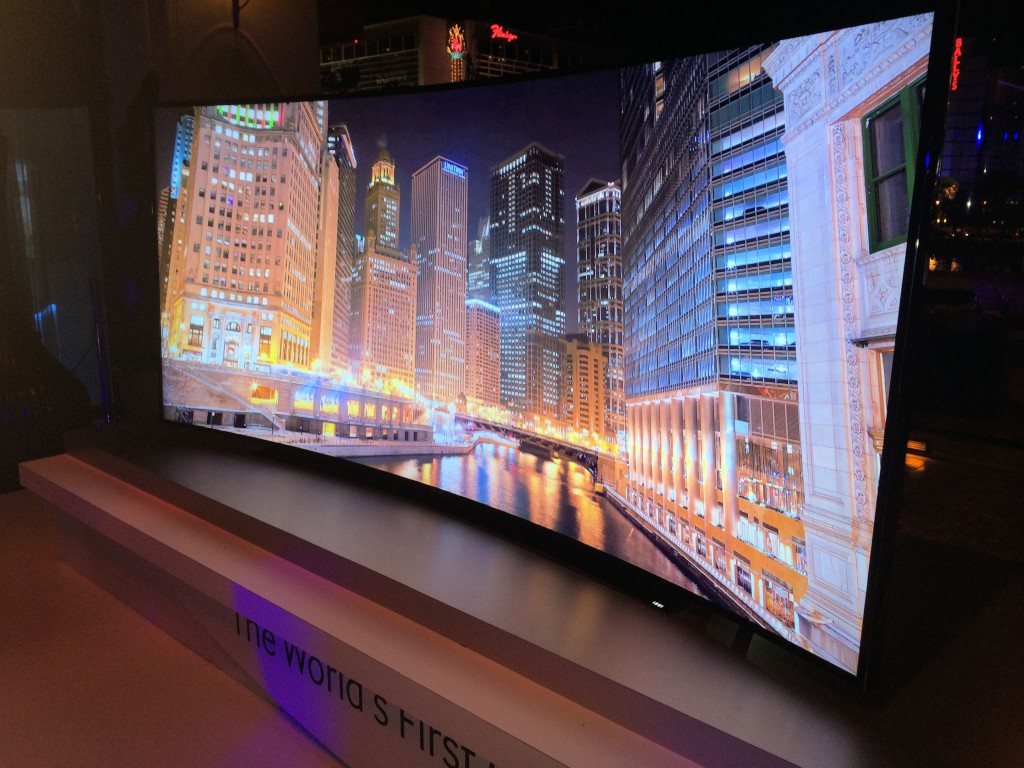 téléviseur à écran incurvé