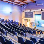 Comment créer une salle de conférences ?